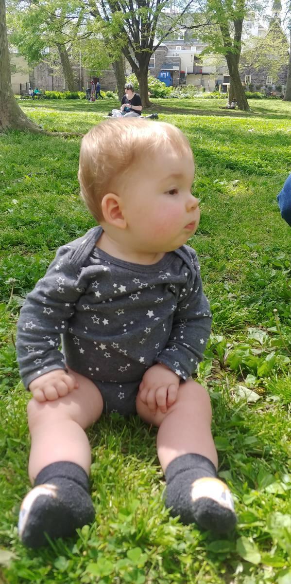 - Po tym jak zaskoczył nas siedzeniem bez podparcia zaledwie w 6 dni od podania leczenia, cały czas obserwujemy wzmacnianie się mięśni tułowia i kończyn - relacjonuje postępy chłopca jego mama, Magdalena Jutrzenka.