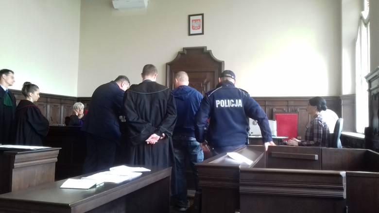 We wtorek (24 kwietnia) odbyła się kolejna rozprawa Dariusza R. oskarżonego w sprawie o podłożenie bomby pod autem jego byłej już żony, jednej z nauczycielek