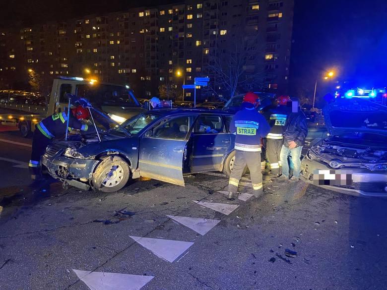 Wypadek na Piotrkowskiej w Opolu. Kobieta w szpitalu