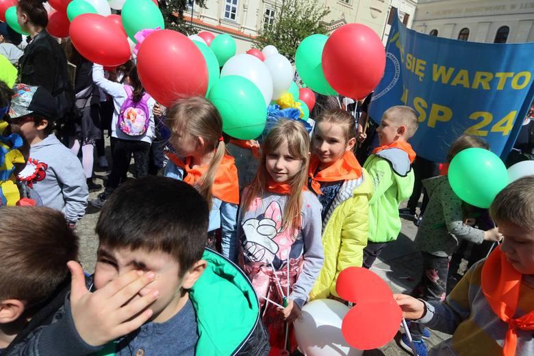 Dzień Solidarności Międzypokoleniowej w Lublinie. Dzieci i seniorzy utworzyli most (ZDJĘCIA)