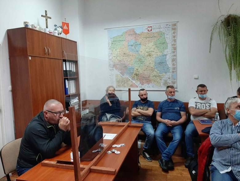 W Starachowicach związkowcy nie godzą się na warunki przestoju w ich firmach [ZDJĘCIA]