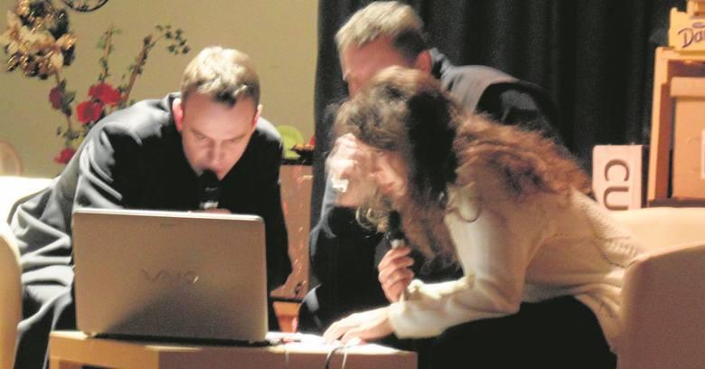 Twórcy sztuki: ks. Marcin Palka, Łukasz Sarnecki i Izabela Burmer