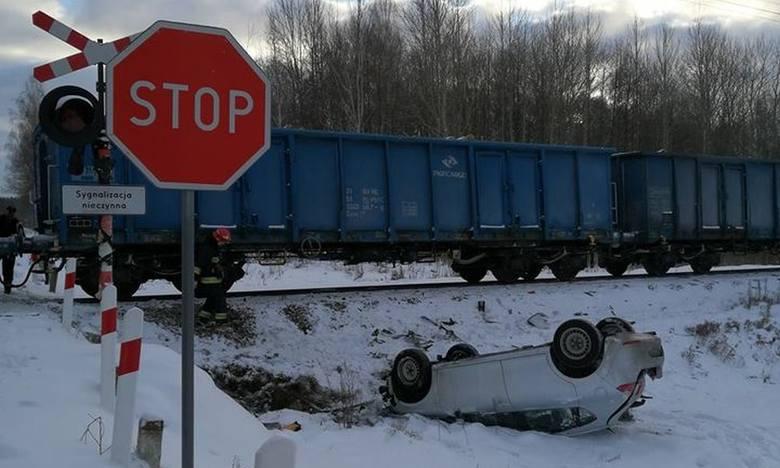 W sobotę po godz. 8, na na niestrzeżonym przejeździe kolejowym w miejscowości Lesznia w gminie Suraż doszło do wypadku.Zdjęcia z wypadku otrzymaliśmy
