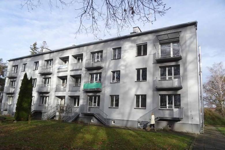 Agencja Mienia Wojskowego prowadzi sprzedaż majątku, na który składają się m.in. mieszkania. Wśród nich sporo jest lokali w znajdujących się w bloku