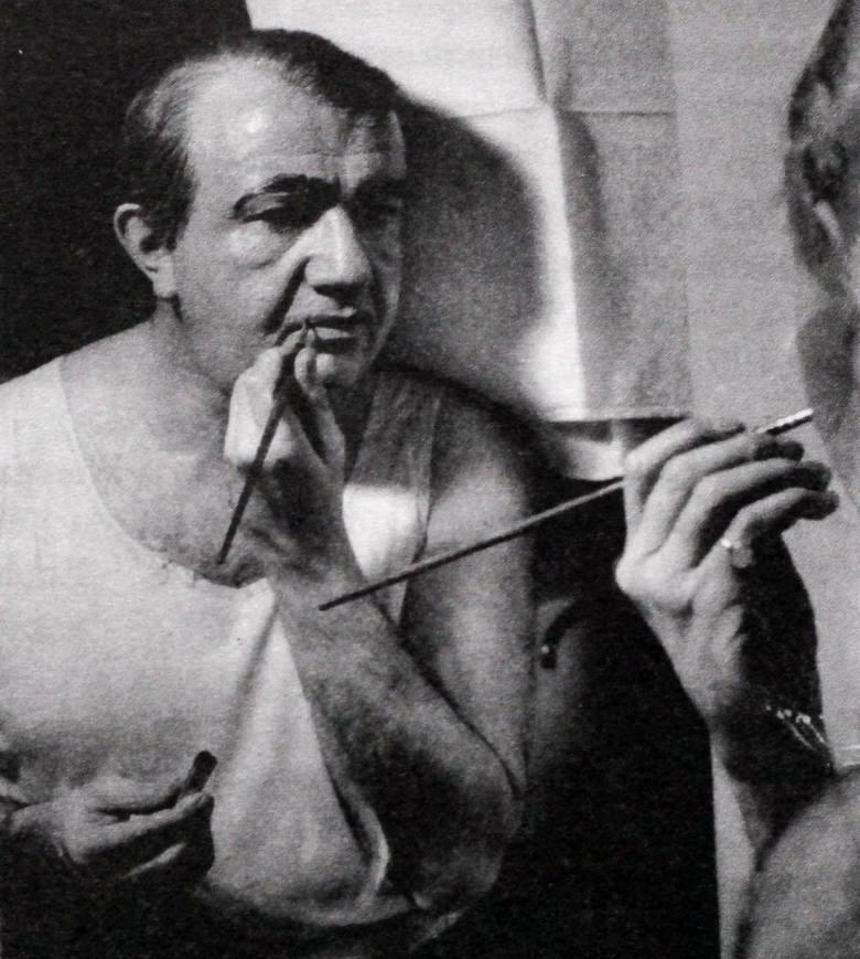 Aktor w garderobie, podczas przygotowań do wyjścia na scenę