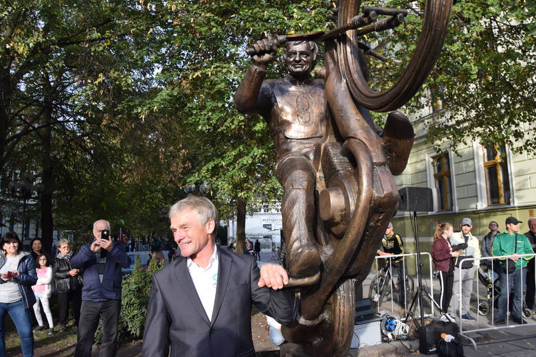 Wtorek, 9 października, zapisze się w historii miasta jako moment odsłonięcia pomnika Andrzeja Huszczy na zielonogórskim deptaku. Czy rzeźba zostanie