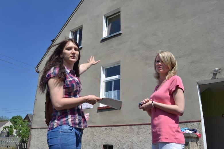 – Z tego okna wyleciał w lutym telewizor. Dobrze, że dzieci nie było wtedy w przedszkolu – mówi Olga Jacyszyn, mama jednego z dzieci, które chodzą do