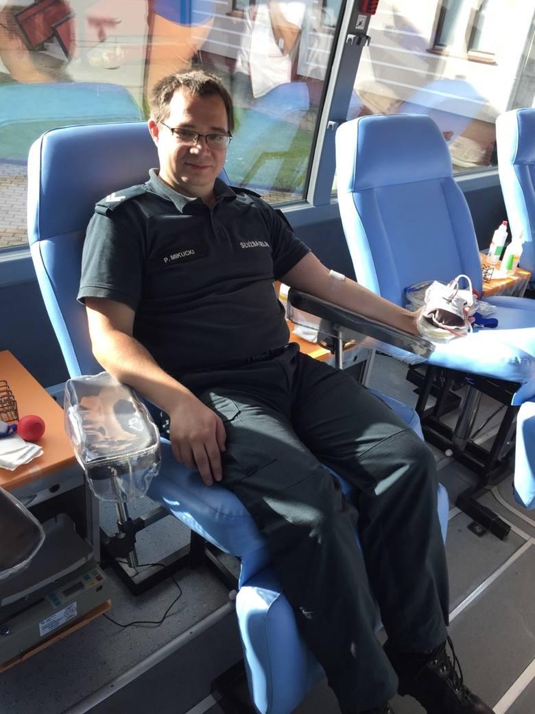 31 stycznia, w piątek, po raz kolejny można było oddać honorowo krew na parkingu przed Urzędem Skarbowym. To wspólna akcja naczelnika Pomorskiego Urzędu