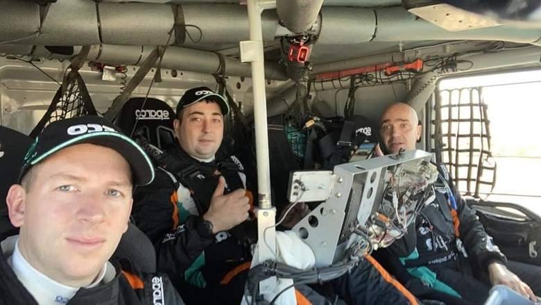 Darek Rodewald po raz pierwszy jedzie z holenderskim kierowcą Janusem von Kasterenem oraz nawigatorem Marcelem Snijdersem. Startują ciężarówką Iveco
