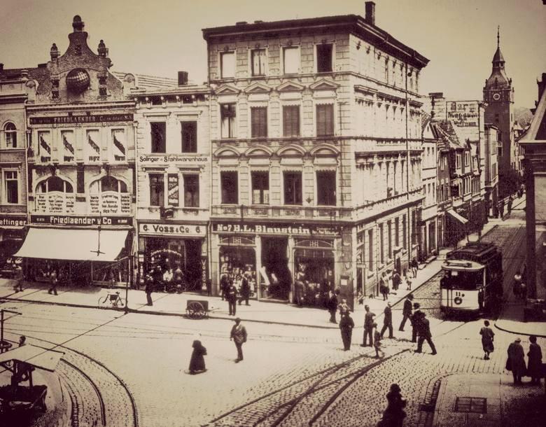 Stary Rynek z widokiem w kierunku Armii Krajowej. Zdjęcie z 1930 roku.
