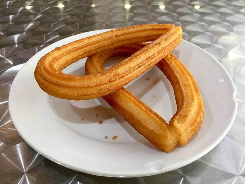 Churros to hiszpański przysmak, w Polsce dość mało popularny. Może zastąpić pączki w tłusty czwartek.