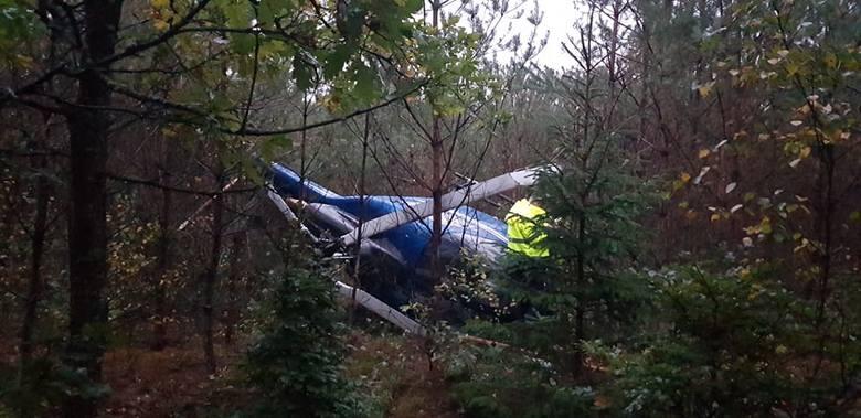 W Lesie pomiędzy Białogardem a Dobrowem rozbił się prywatny śmigłowiec. Na miejscu jest policja, było także pogotowie. Teren zabezpiecza straż pożarna.
