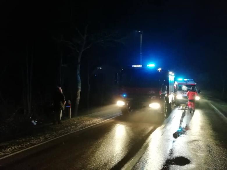 W piątek, przed godz. 21, w miejscowości Włochówka w powiecie łomżyńskim doszło do wypadku.