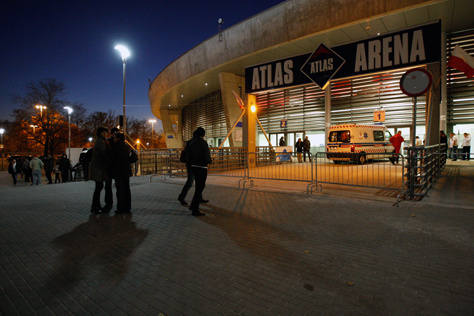 Fani Sade zapełniają Atlas Arenę.