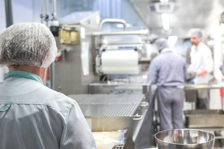 Branża spożywcza nie ucierpi zbytnio na pandemii koronawirusa. Ludzie niezależnie od tego, czy są zdrowi, czy chorzy, jeść muszą. Branża nie wysuwa także