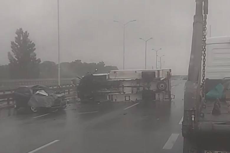 Do groźnego wypadku samochodowego doszło na trasie DTŚ w Świętochłowicach