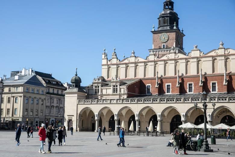 Stare Miasto – 6 stacji: Krupnicza, Batorego, Szlak, Bosacka, Grodzka, plac Mariacki