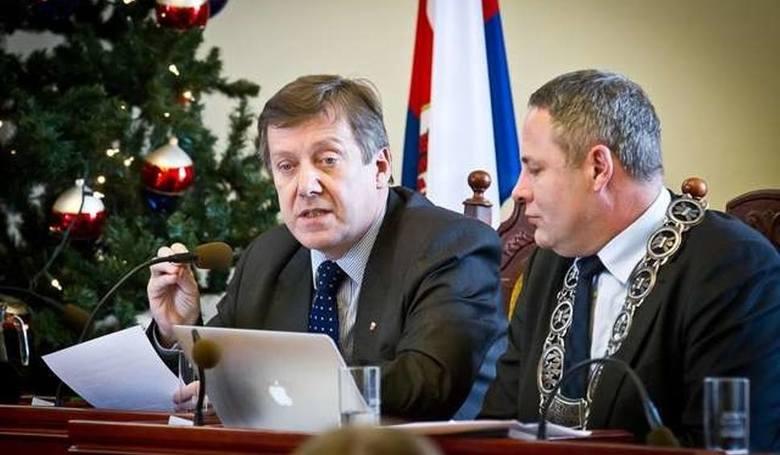 Szopiński Jan; dieta radnego 30 599 złotych, praca 108 364 złotych.