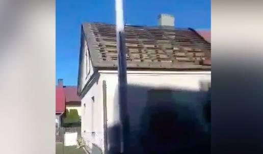 Wiatr zerwał dach z domu w Żurawicy pod Przemyślem [WIDEO INTERNAUTY]