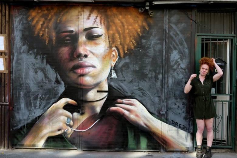 """Neequay Dsane, znany pod pseudonimem """"Dreph"""", ma 43 lata i pochodzi z Ghany. Artysta realizuje niezwykły projekt, którego misją jest"""
