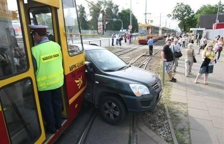 Kia z tramwajem