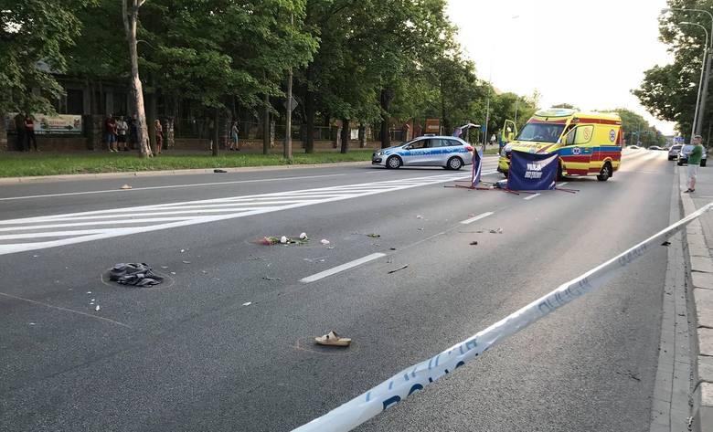 Wypadek na ulicy Ozimskiej w Opolu. Na oznakowanym przejściu przy skrzyżowaniu z ulicą Kani, została potrącona piesza. Kobieta zginęła na miejscu. Sprawca