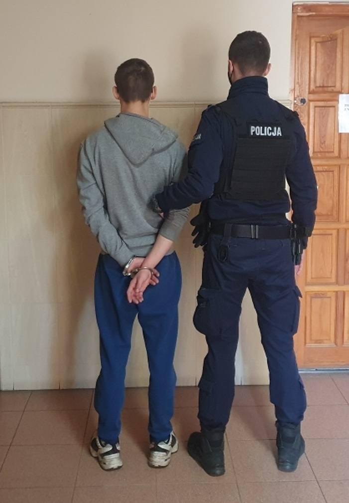 17-latek z powiatu świeckiego miał w mieszkaniu spore ilości narkotyków