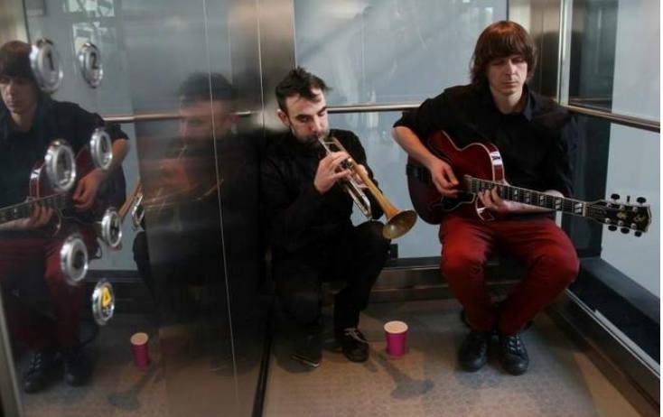 Wchodzisz do windy, a tu… koncert