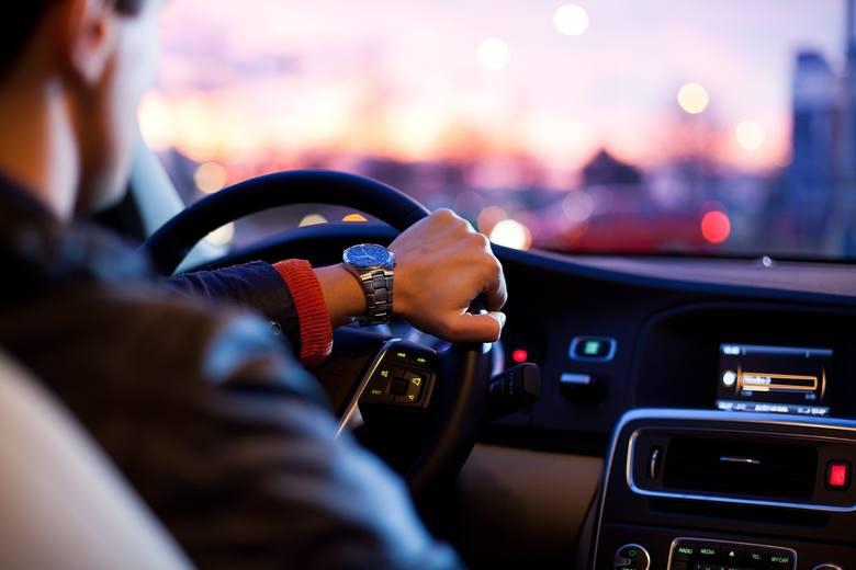 Sprawdzamy, jakimi samochodami jeżdżą burmistrzowie i wójtowie z terenu powiatu sulęcińskiego. Zobaczy, czym jeździ nasza władza.Dane o samochodach,
