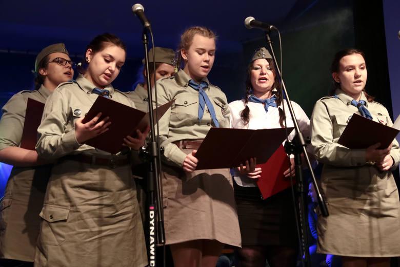 """Podczas koncertu """"Żołnierze wyklęci"""" na scenie klubu """"Akcent"""" w Grudziądzu wystąpiły zespoły """"Szpik"""","""