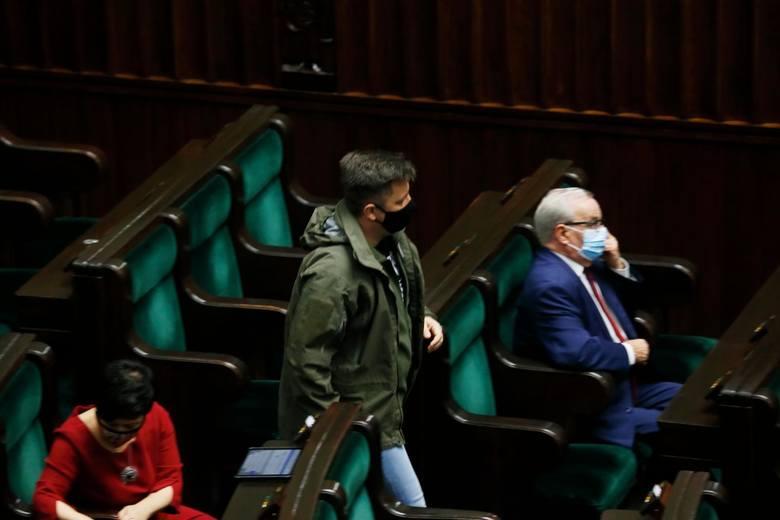 """Michał Dworczyk, minister odpowiedzialny za narodowy program szczepień w Polsce, ma pozytywny wynik testu na COVID-19. """"Pracuję zdalnie&"""