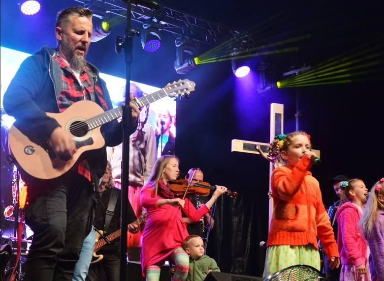 Kolejny dzień Festiwalu Życia w Kokotku upłynął pod znakiem koncertu Arki Noego i rozważań o dokonywanych wyborach.