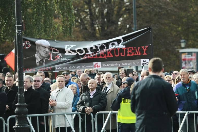 Pogrzeb Kornela Morawieckiego [ZDJĘCIA] Tak żegnała go Warszawa. Ojciec premiera został pochowany na Powązkach