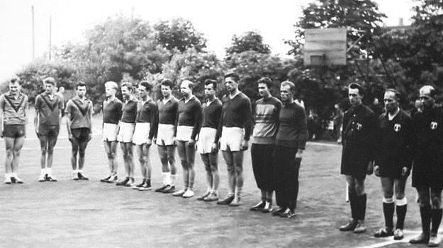 Zasłużony kielecki klub Tęcza Społem Kielce ma już 75 lat. W tym czasie wychował wielu znanych zawodników, medalistów mistrzostw świata, Europy i Polski,
