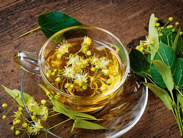 Umiejętność rozpoznawania, przyrządzania i przechowywania ziół to połączenie przyjemnego z pożytecznym. Herbatka z kwiatu lipy działa przeciwgorączkowo