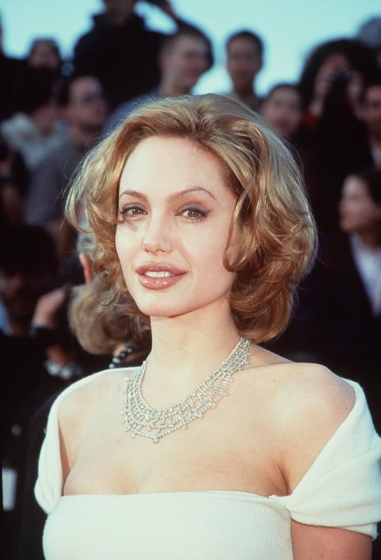 Angelina Jolie na 71. gali wręczenia Oscarów w 1999 r.