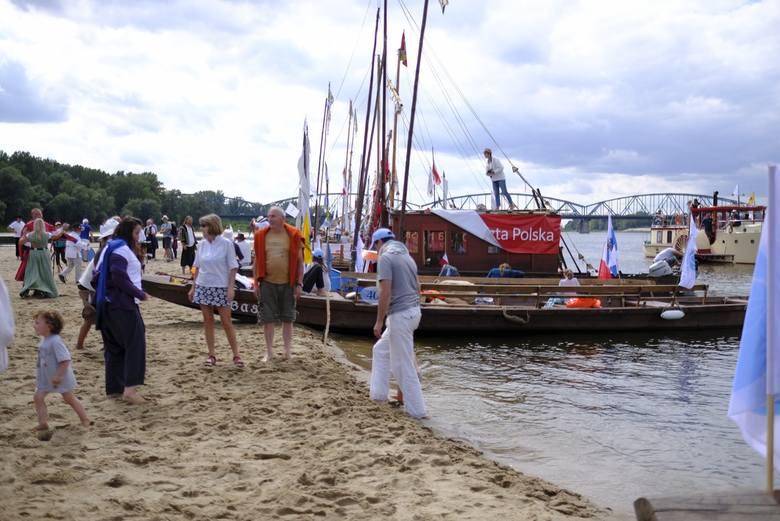 W Toruniu rozpoczął się Festiwal Wisły. Na inaugurację na rzece pojawiły się łodzie flisackie. W ramach wydarzenia przygotowano wiele atrakcji. Szczegółowy