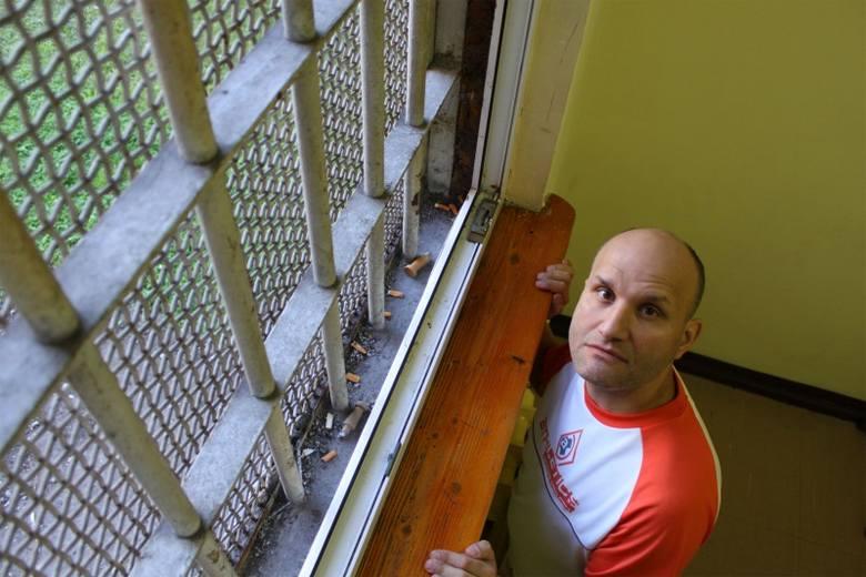 Tomasz odbywa karę w areszcie w Opolu. Wyraża zgodę na publikację wizerunku. - Bo nie jestem taki straszny - mówi.