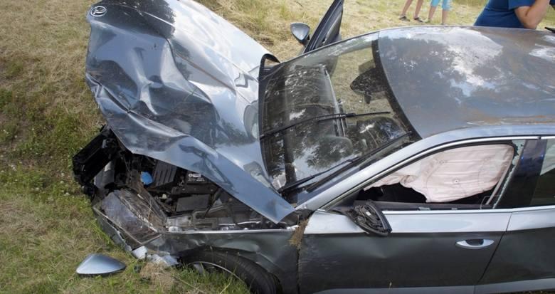 Dziś (sobota 27.06) da drodze między Słupskiem a Miastkiem niedaleko Zajączkowa doszło do groźnie wyglądającego zdarzenia drogowego. Według nieoficjalnych