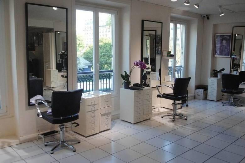 Szukasz kogoś, kto przygotuje Ci modną fryzurę? Oto TOP salonów fryzjerskich w powiecie kozienickim według ocen zamieszczonych w wyszukiwarce Google.