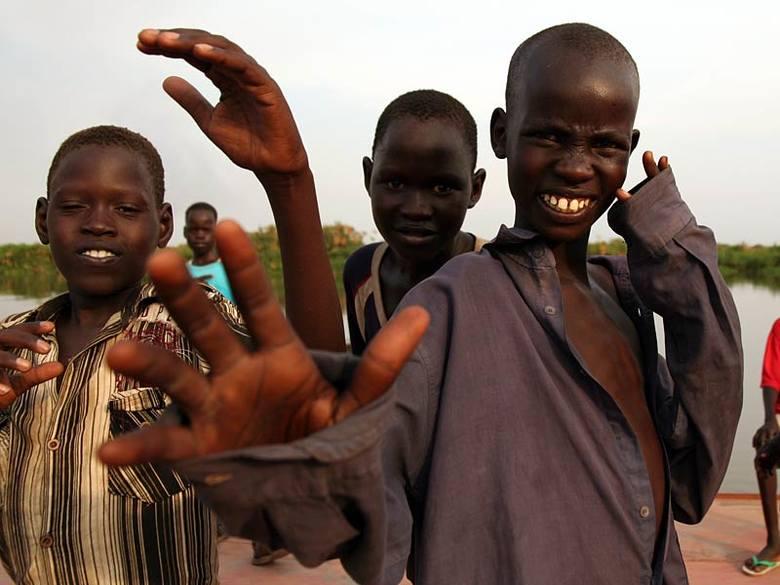 Barka po Nilu - podróz przez SudanSzybko nawiązaliśmy kontakt z najmlodszymi pasazerami.