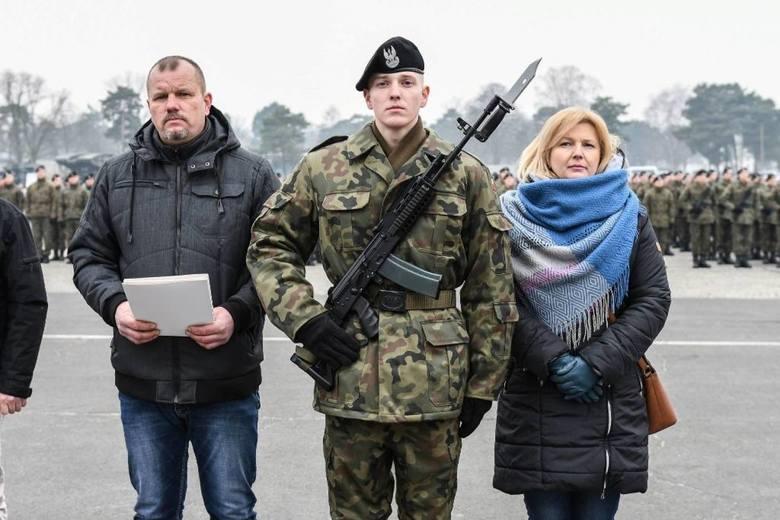 Przysięga wojskowa żołnierzy szkolenia podstawowego w Świętoszowie