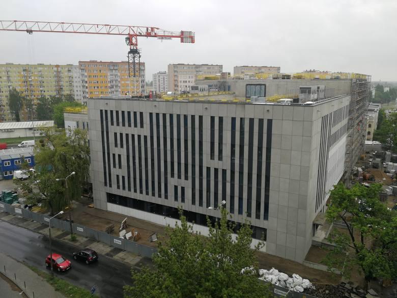 Trwa budowa nowej siedziby Sądu Rejonowego w Toruniu. Wszystko wskazuje na to, że obiekt zgodnie z planem będzie gotowy w 2021 roku.  Pomieści on 12