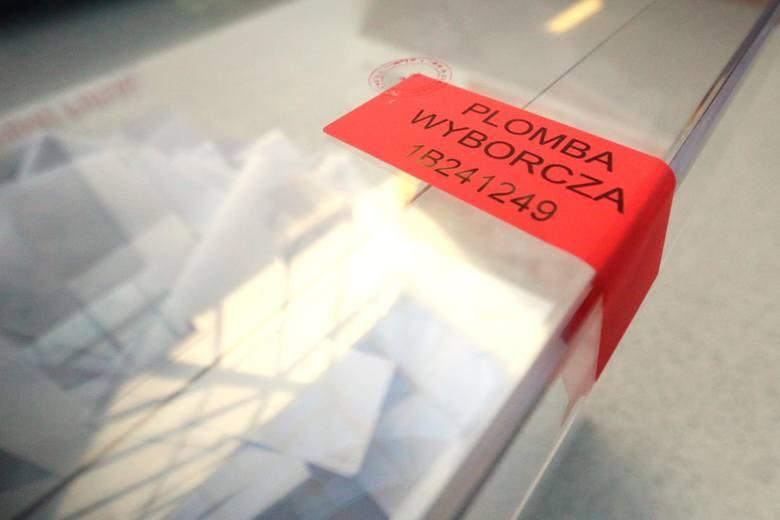 21.10.2018 lublin wybory 2018. zdjecia zostaly zrobione w dwoch komisjach wyborczych przy ulicy sliwinskiego i zuchow. urna wybory 2018 glosowanie glos