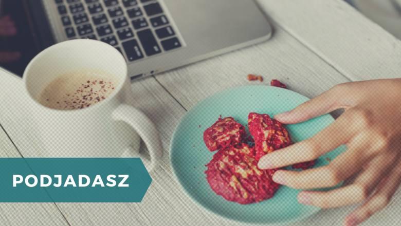 Dobrze wiemy, że to robisz! W badaniach CBOS tylko 10% Polaków zadeklarowało, że w ogóle nie podjada między posiłkami. Co piąty z nas sięga między posiłkami