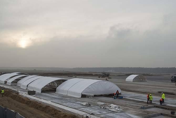 Obiekt będzie podzielony na kilka stref - przylotów, odlotów, VIP, ogólną, strefę dla personelu terminalu oraz zespół pomieszczeń technicznych.