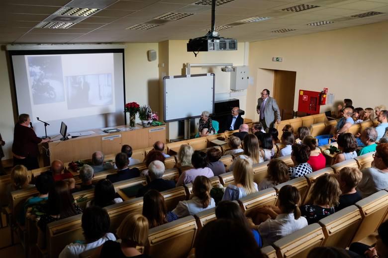 Poznań: Małgorzata i Alfred Warzywodowie przeszli na emeryturę. Lekarze podziękowali im za wiedzę, pacjenci za leczenie i serce