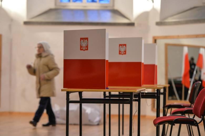 Zakończyły się wybory uzupełniające na prezydenta Gdańska. Lokale wyborcze zostały zamknięte o godz. 21. Oto pierwsze opinie i komentarze dotyczące wyborów,
