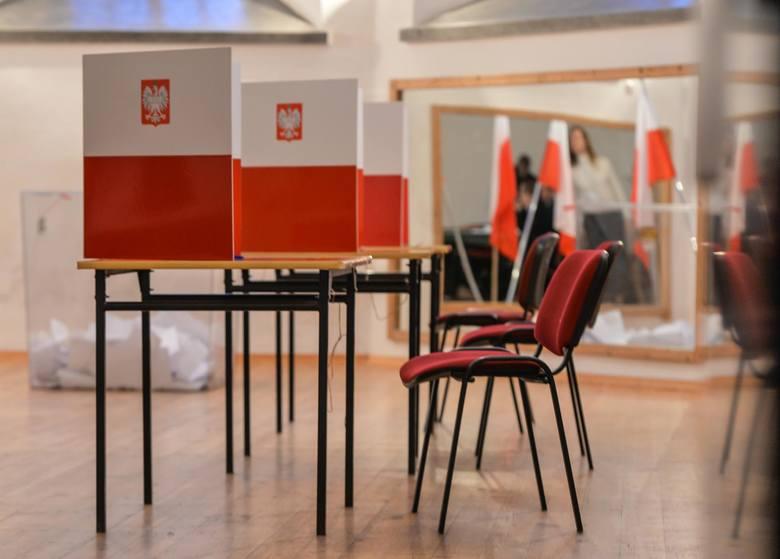 Wybory w Gdańsku 3.03.2019. Na zdjęciu: komisja wyborcza w Szkole Podstawowej nr 50