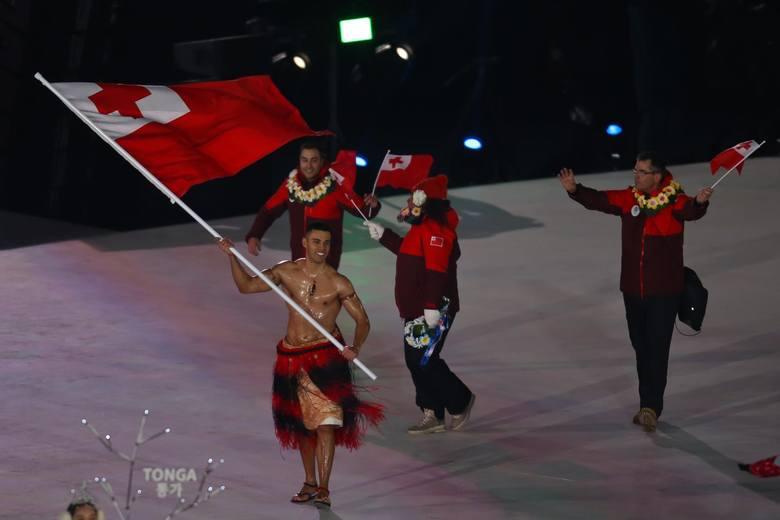 Ceremonia otwarcia Zimowych Igrzysk Olimpijskich w Pjongczangu miała kilka zaskakujących akcentów. Chorąży Tonga mimo mrozu przeszedł wyznaczoną trasę